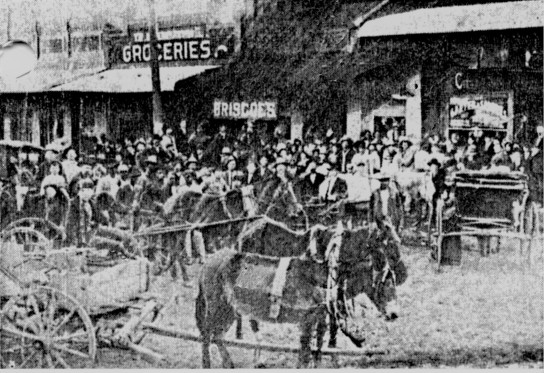 Crowd on Southside outside the Carter & Sanders Store (source: Elgin Depot Museum)